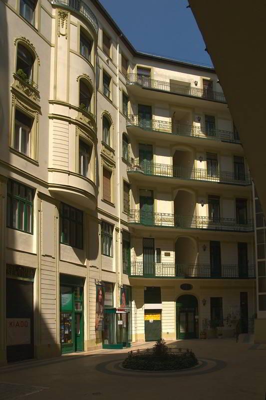 Architektur Foto Hinterhof In Budapest